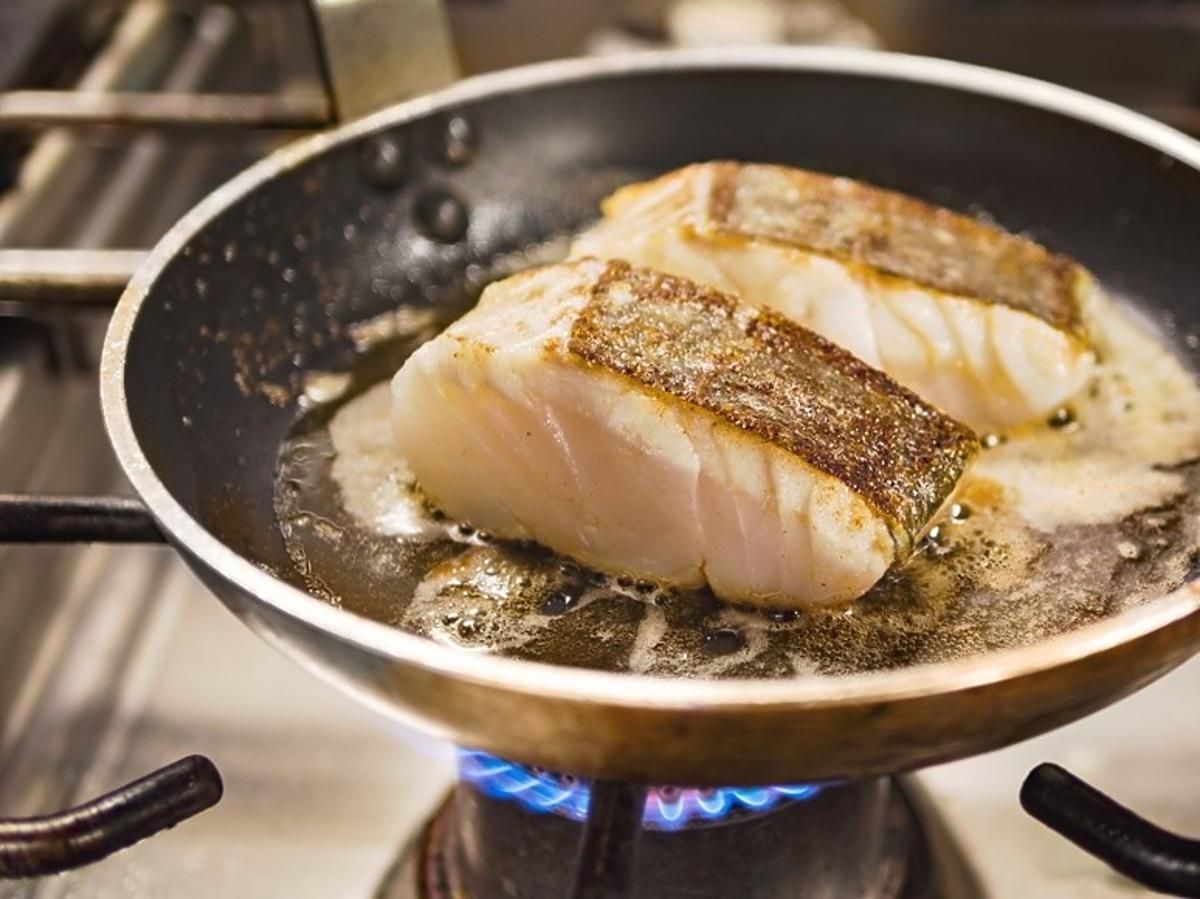 zapach smażonej ryby
