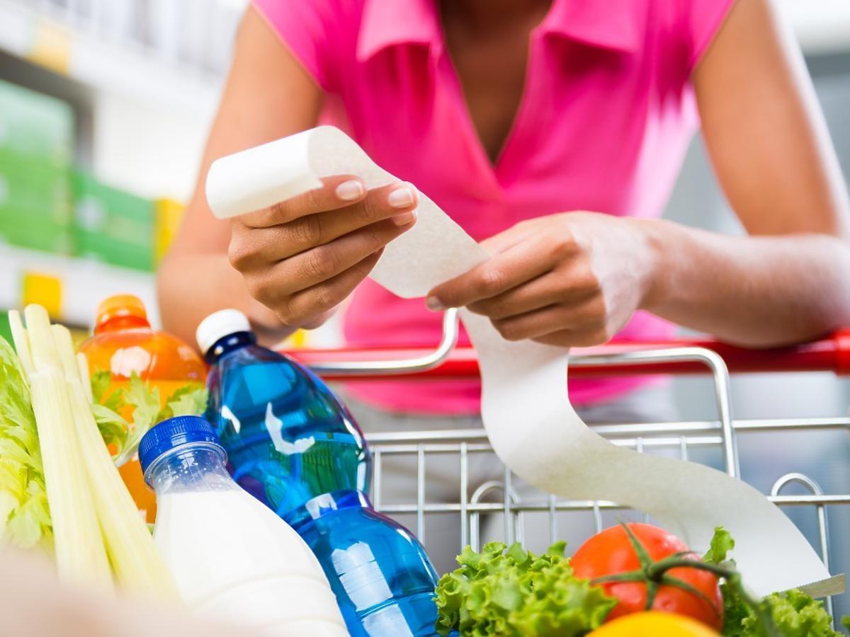 Zawyżone i niewłaściwe ceny w sklepach? To niemal norma w polskich sklepach. Mamy raport UOKIK-u