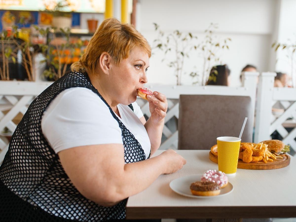 Te miasta chcą zakazu działalności fast foodów. Czy władze powinny zaglądać obywatelom do talerzy?