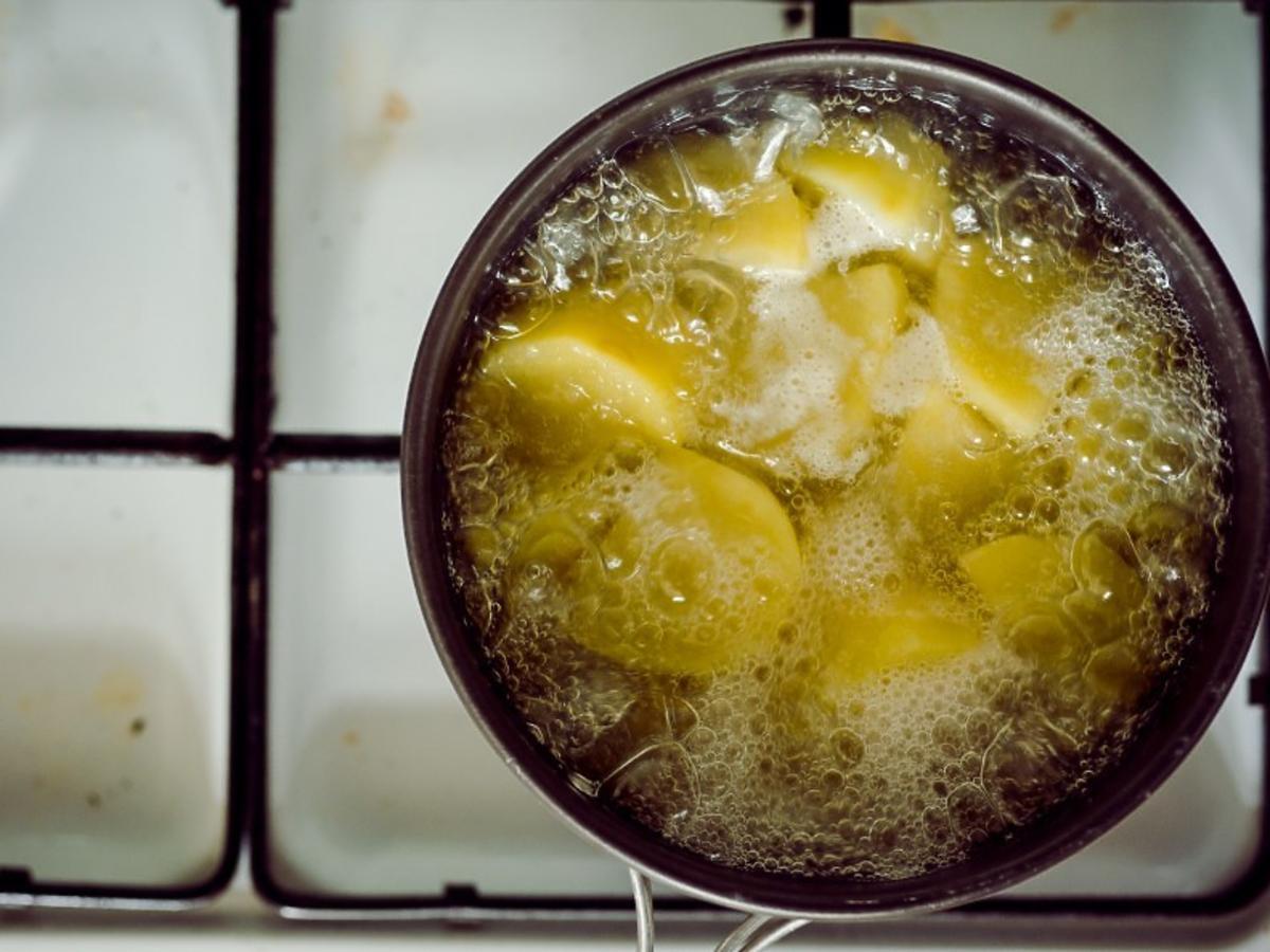 Ziemniaki gotujące się