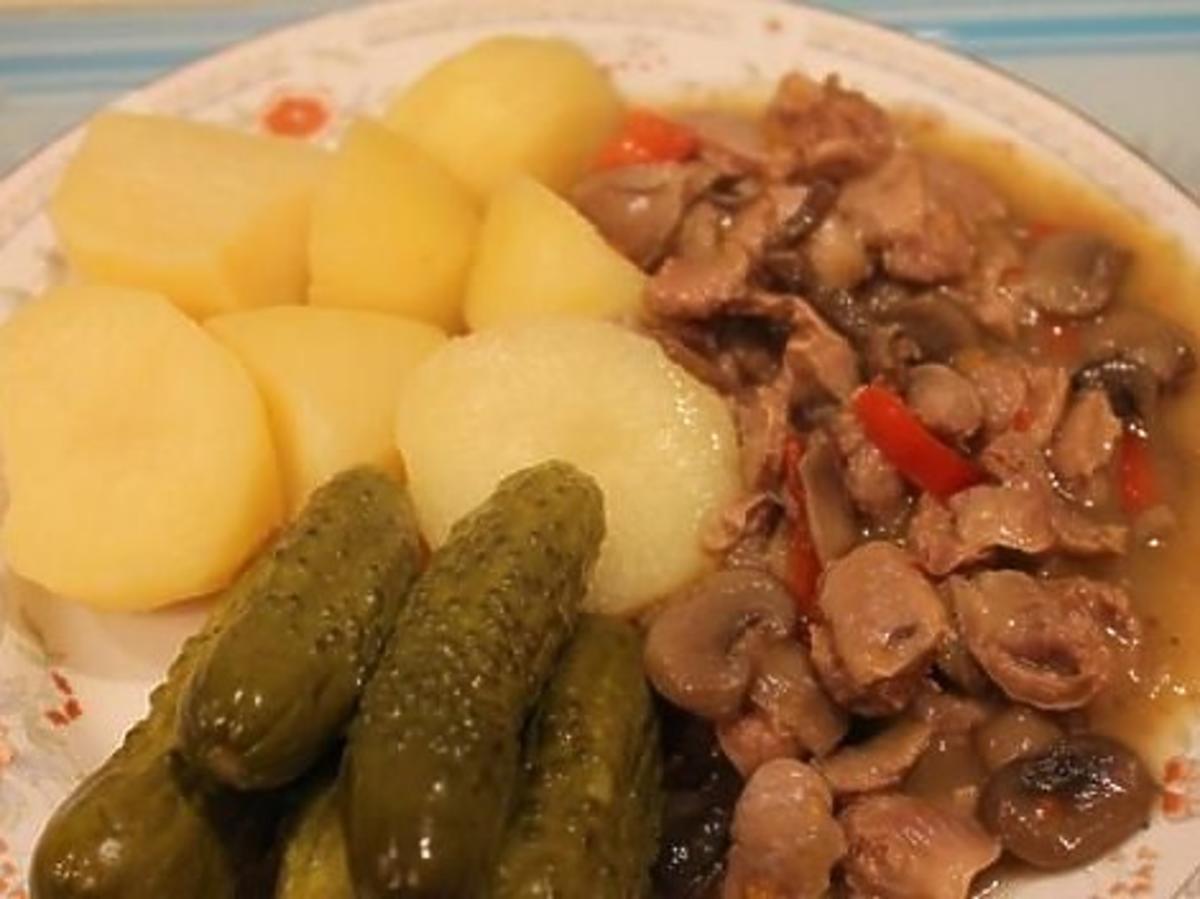 Żołądki drobiowe w potrawce. Obiad jak za dawnych lat