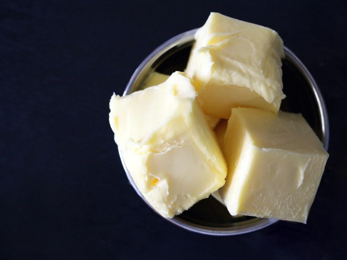 Żółte masło