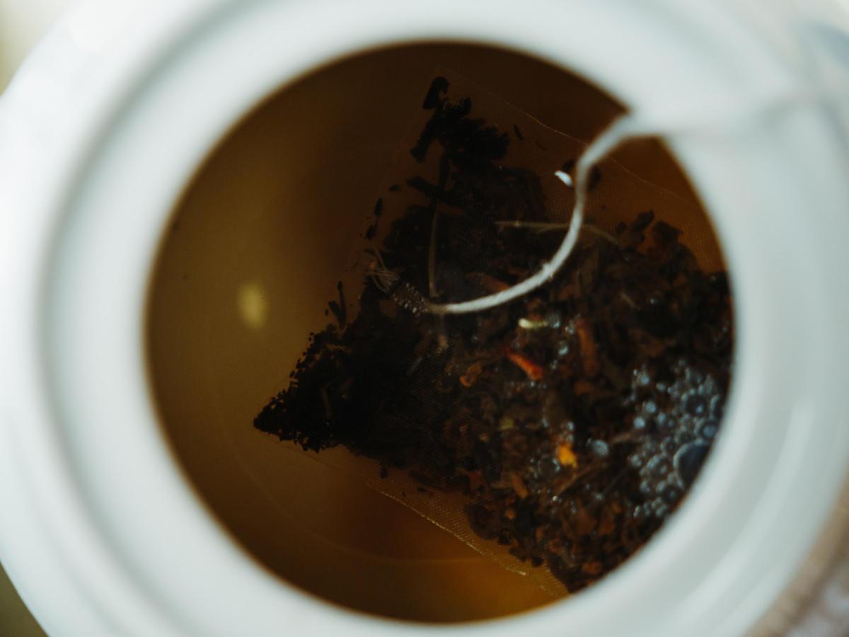 Zróbcie dzbanek tej herbaty i popijajcie przez cały dzień. Doskonale oczyszcza cały organizm