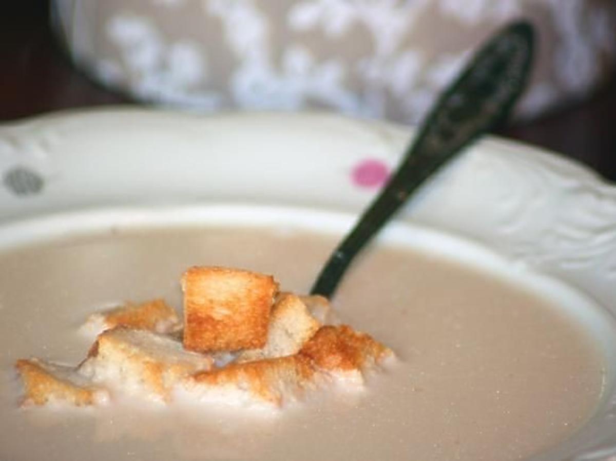 Zupa kresowa, zupa migdałowa