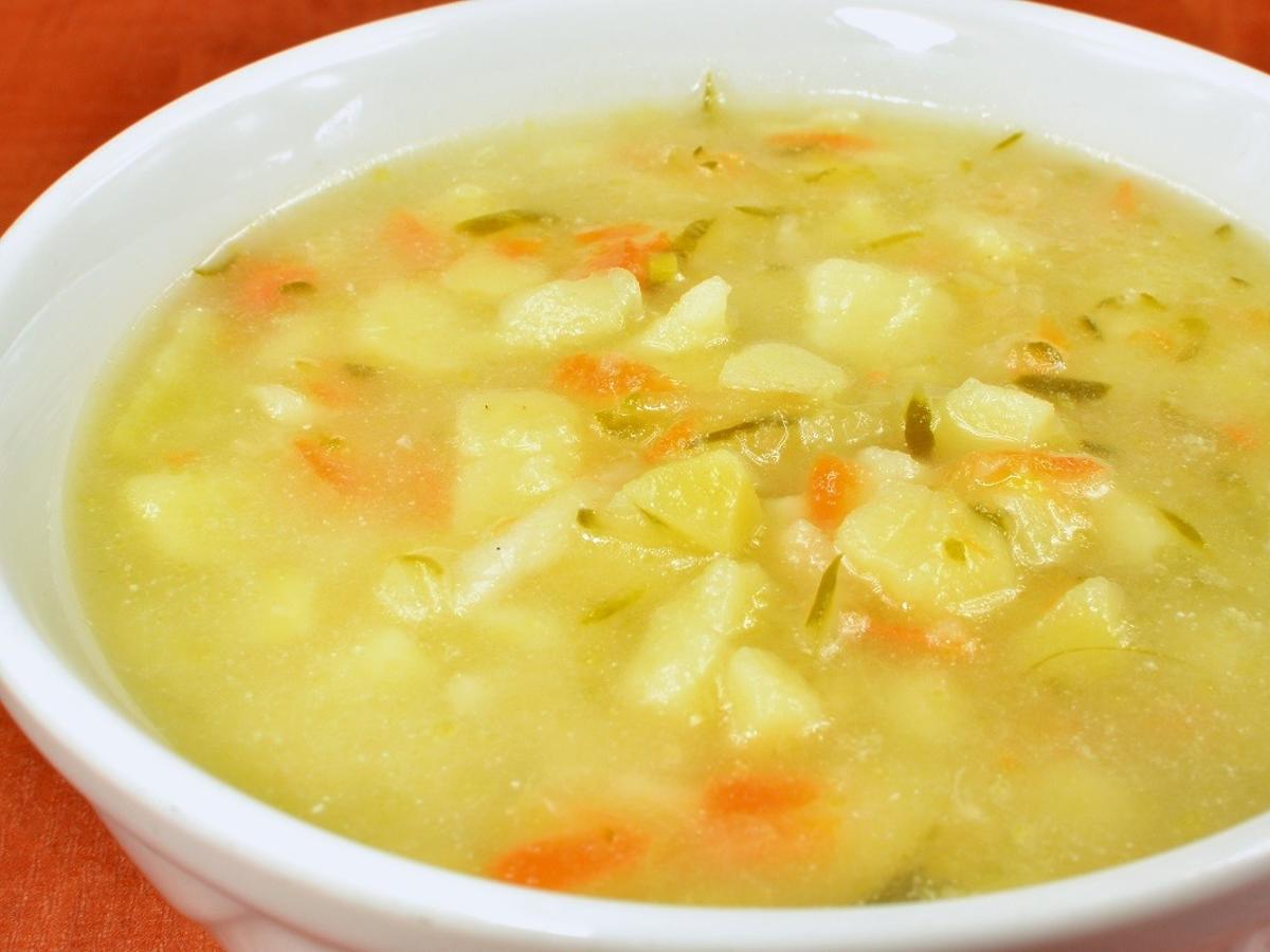 Zupa ogórkowa wg przepisu mamy Karola Okrasy. Wychodzi idealna przez ten trik z masłem