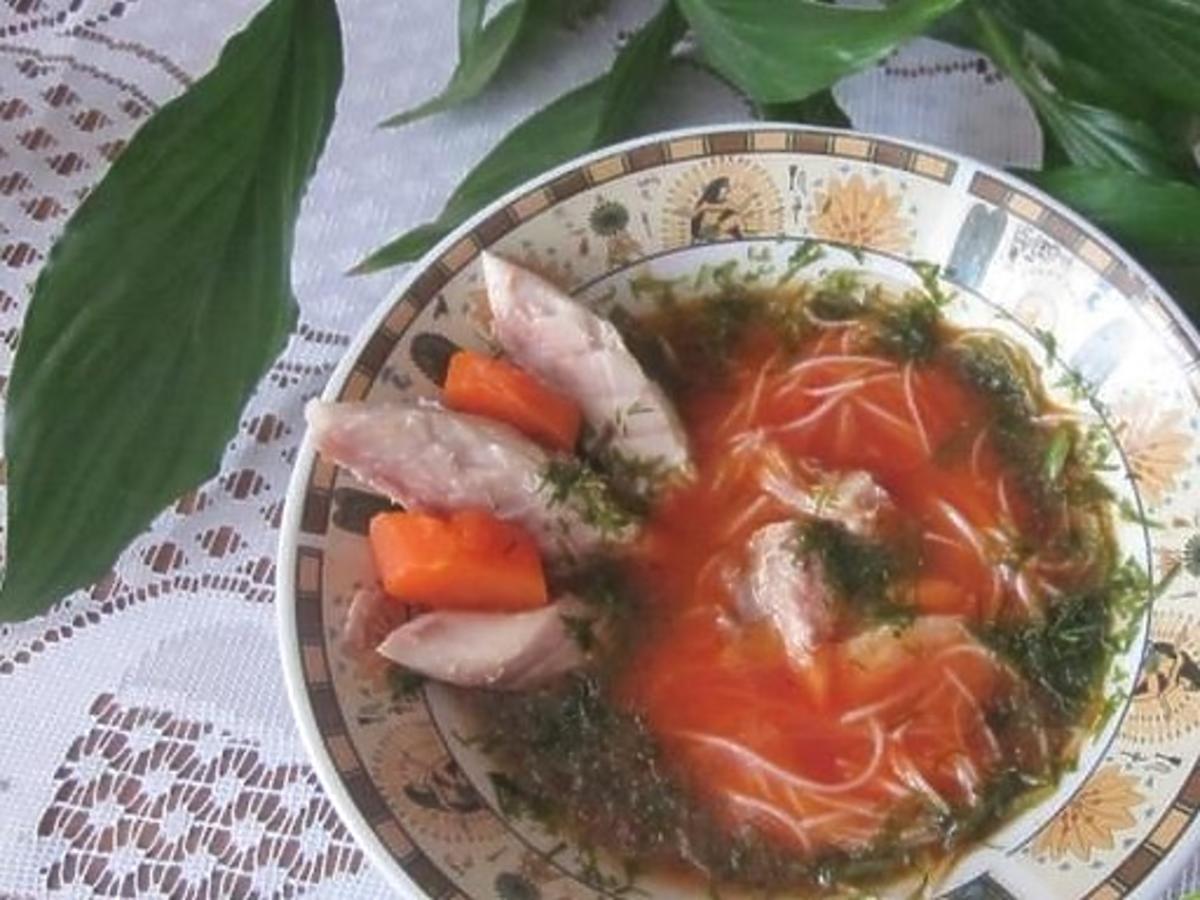 Zupa pomidorowa z wędzoną makrelą. Dodajcie świeży koperek a dodatkowo wzbogacicie jej smak