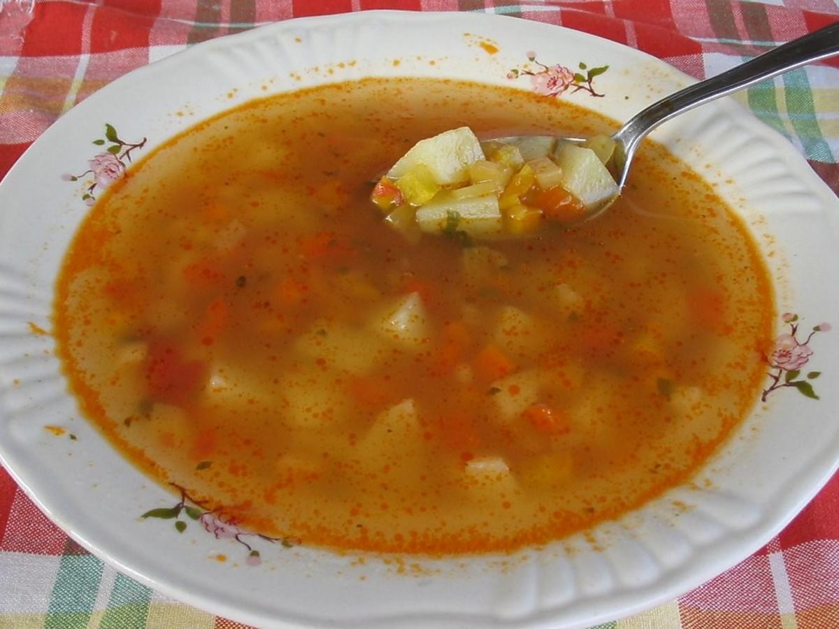 Zupa wyszła zbyt kwaśna? Można ją uratować tym produktem z kuchni