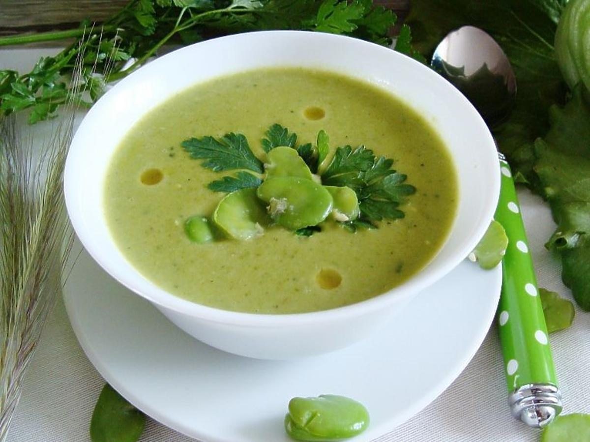 Zupa z bobu - przepis na oryginalny letni obiad