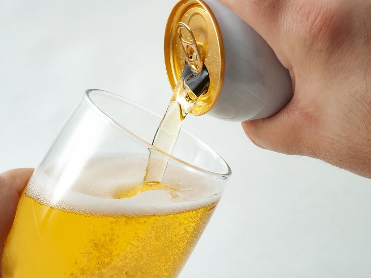 """Zwykłe piwo oznakowane jako """"bezalkoholowe"""". Fatalna pomyłka na linii produkcyjnej znanej marki"""